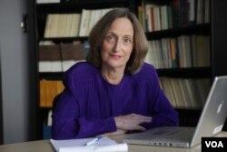 明尼苏达大学新闻伦理与法学教授、简·柯特利(Jane Kirtley)