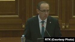 Avdulah Hoti, novi premijer Kosova na sednici Skupštine na kojoj je izabrana nova Vlada Kosova, 3. jun 2020. (Foto: RTK/video greb)