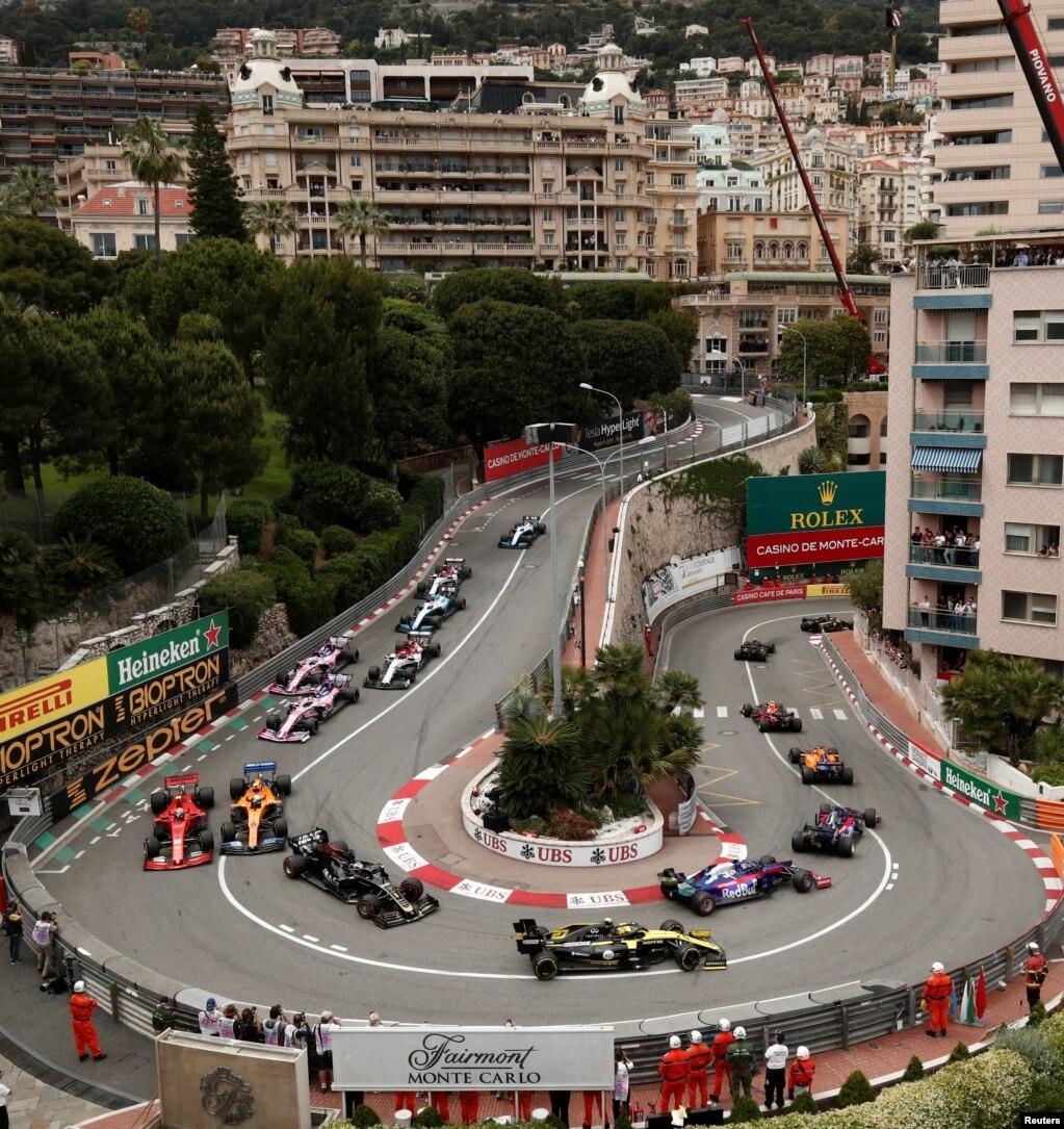Общий вид Гран-При Монако Формулы-1 на автодроме Монако-стрит в Монако.