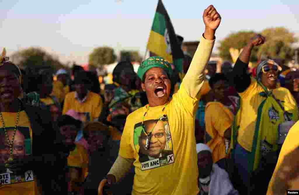Des militants du Congrès national africain chantent un slogan lors de la campagne du président Jacob Zuma dans un quartier de Pretoria, Afrique du sud, le 5 juillet 2016. Lire la suite ici.