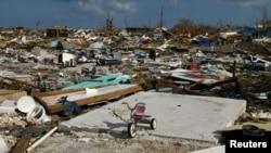 巴哈馬群島阿巴科馬什港被毀壞的街區。