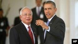 Predsednik Obama sa malezijskim premijerom Nadžibom Razakom (arhivski snimak)