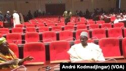 L'assemblée a annulé sa séance faute de députés, à N'Djemena, Tchad, le 17 novembre 2016. (VOA/André Kodmadjingar)