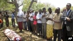 Một nhà báo khác của đài truyền hình nhà nước cũng là nạn nhân của một vụ đánh bom tự sát ở Mogadishu, Somalia, 21.09.2012.