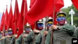 Las fuerzas armadas se cuadraron el el presidente Nicolás Maduro.