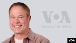 VOA의 음악 전문 방송 'Border Crossing'의 진행자 래리 런던 씨