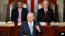 以色列总理内塔尼亚胡(中)在美国国会发表的演讲