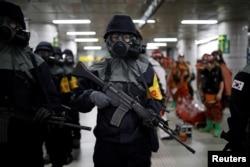 """Policajci Južne Koreje učestvuju u antiterorističkoj vežbi, kao deo vežbe """"Čuvar slobode"""" u Seulu, Južna Koreja, 22. avgusta 2017."""