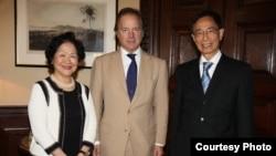 陳方安生(左)和李柱銘(右)會見英國外交及聯邦事務部國務大臣施維爾(香港2020提供)