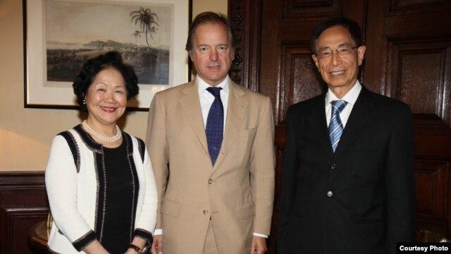 陈方安生(左)和李柱铭(右)会见英国外交及联邦事务部国务大臣施维尔(香港2020提供 )