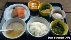 جاپانیوں کے ناشتے میں چاول، نوڈلز، مچھلی، جوس اور پھل شامل ہوتے ہیں۔
