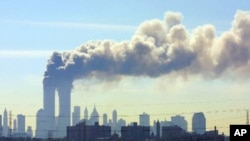 2001년 9월 11일 테러 공격을 받은 뉴욕 세계무역센터 (자료사진)