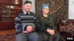 Azime (R) and Rustem Umerov were children when Stalin's security forces deported them from Crimea in 1944. To them, Mocow's annexation of the peninsula has been another chapter in a long history of Russian persecution of the Tatar people. (L. Ramirez/VOA)