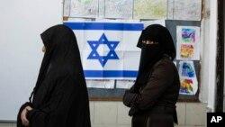 İsrail seçimlerinde oy atmak için bekleyen Bedevi kadınlar
