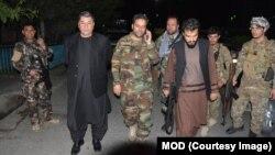 د لغمان والي رحمت الله د افغانستان له لوی درستیز جنرال محمد ضیاء او نورو چارواکو سره.