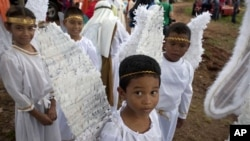 Children in Panama wait to participate in a pageant.