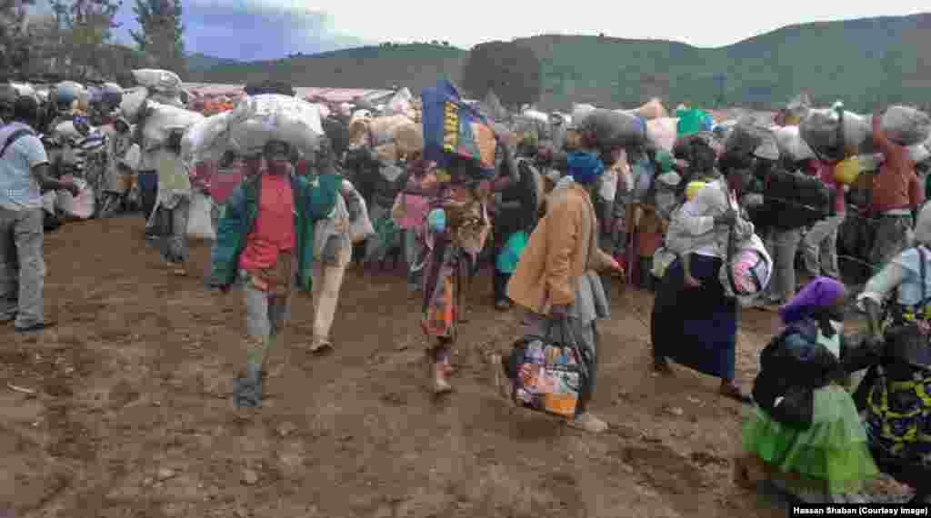 Wakimbizi-wa-kirundi-kutoka-Kamanyola-wakielekea-Rwanda