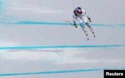 미국의 린지 본 선수 스웨덴 오레에서 열린 국제스키연맹(FIS) 알파인 스키 세계선수권대회에서 여자 활강 경기를 펼치고 있다.