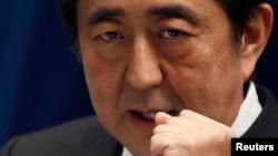 18일 아베 신조 일본 총리가 도쿄에서 기자회견을 가지고 있다.