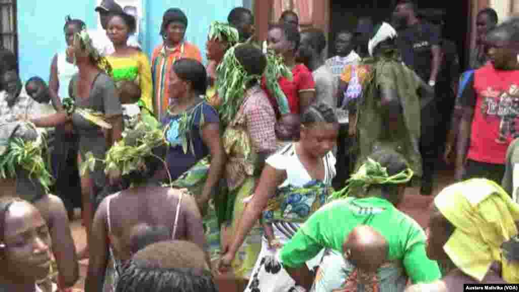 Wanawake wakiandamana Benni kulalamiika mauwaji ya Kanali Mamadou Ndala Jan, 03 2014