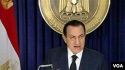Presiden Hosni Mubarak berpidato di Egypt TV, Selasa malam (2/1).