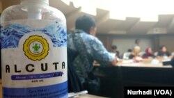 Hand sanitazer kini menjadi barang yang selalu tersedia di tengah berbagai acara di Yogyakarta. (Foto: VOA/ Nurhadi)