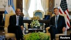 아르헨티나를 방문한 바락 오바마 미국 대통령(왼쪽)이 23일 부에노스아이레스에서 마우리시오 마크리 아르헨티나 대통령과 정상회담을 가졌다.
