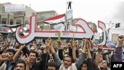 Antivladini demonstranti slave nakon što je objavljeno da je predsednik Ali Abdulah Saleh napustio Jemen, 5. jun 2011.