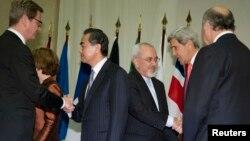 وزیران خارجه آلمان، چین، ایران، آمریکا و فرانسه پیش از شروع نشست پنج بعلاوه یک - ژنو، ۳ آذر ۱۳۹۲