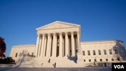 La Corte Suprema podría decidir la inconstitucionalidad de algunos aspectos de la ley de reforma de la salud pública en algún momento antes de fines de junio de 2012. (Foto: Alison Klein, VOA).