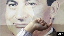 Молода прихильниця колишнього президента Єгипту Госні Мубарака
