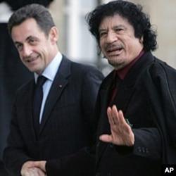 French President Nicolas Sarkozy greets Libyan leader Moammar Gadhafi at his arrival at the Elysee Palace in Paris, December 12, 2007.