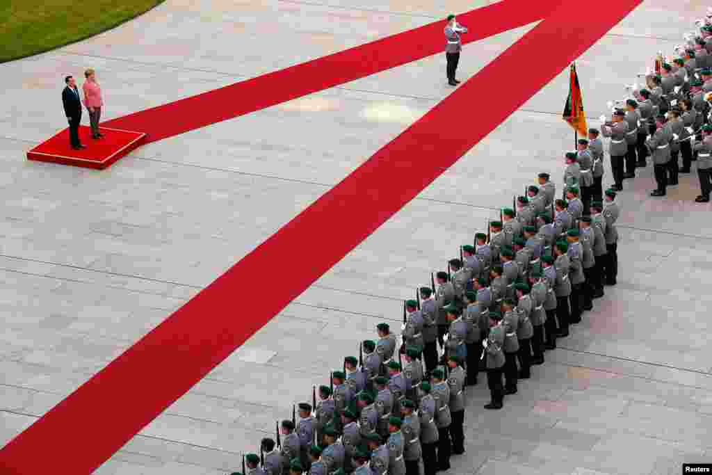 German Chancellor Angela Merkel and Chinese Premier Li Keqiang review the German honor guard during a welcome ceremony at the Chancellery in Berlin, Germany.