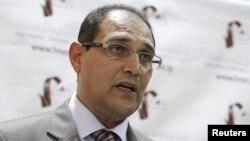Chủ tịch của ủy ban bầu cử Libya Nuri al-Abbar trong cuộc họp báo tại Tripoli
