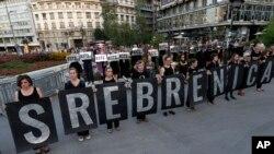 Žene u crnom, obeležavanje 22. godišnjice genocida u Srebrenici, Beograd, 10. juli 2017. (AP Photo/Darko Vojinovic)