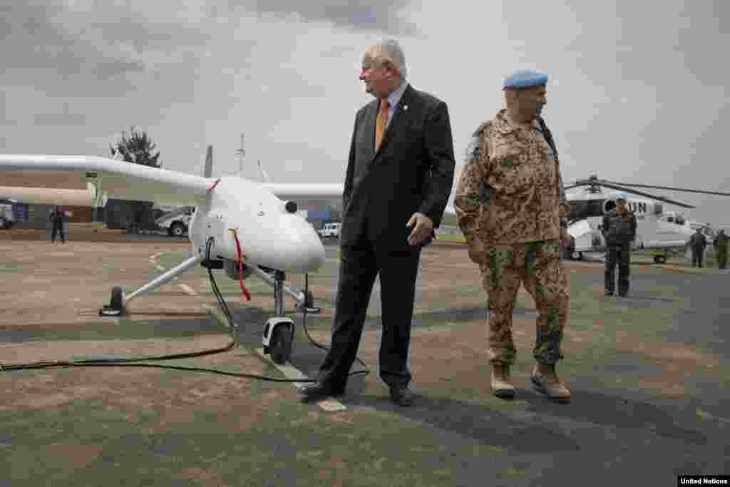 Foi dado o briefing ao Sub Secretário-Geral Hervé Ladsous, durante o lançamento oficial em Goma, RDC, Dezc. 3, 2013.