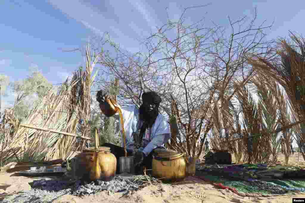 لیبیا کے دارالحکومت طرابلس سے 1,360 کلومیٹر کے فاصلے پر طوارق قبائل آباد ہیں۔