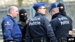 Cảnh sát Bỉ phong tỏa hiện trường gần ga tàu điện ngầm Maalbeek sau vụ nổ, ngày 22/3/2016.