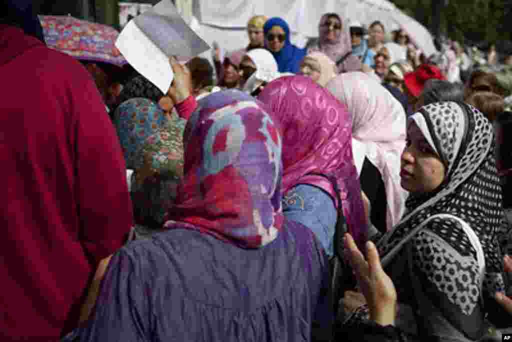 Cử tri Ai Cập xếp hàng dài chờ bỏ phiếu (VOA)