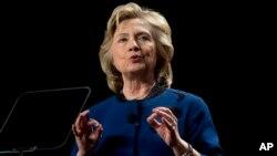 """La exsecretaria de Estado, Hillary Clinton está enfocada en el lanzamiento de su libro """"Hard Choices"""" (""""Decisiones difíciles"""")."""