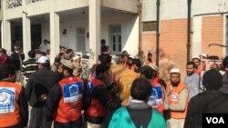 Рятувальна операціія після атаки на університет у Чарсадді