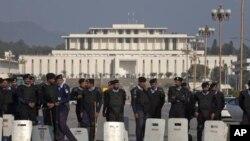 بن لادن کی ہلاکت، حکومت کو مسلسل تنقید کا سامنا