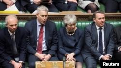 Premijerka Tereza Mej i članovi vlade tokom parlamentarne debate