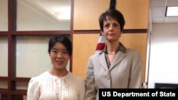 代理副助卿羅拉·史東會見李愛杰(美國國務院照片)