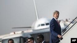 Menlu AS John Kerry meninggalkan Kairo menuju Paris dalam usahanya menggalang koalisi internasional melawan ISIS.