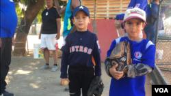 La pasión de los niños venezolanos por el béisbol