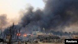 21일 버마 중부 메이크틸라 주 종교분쟁으로 불에 타고 있는 이슬람 사원.