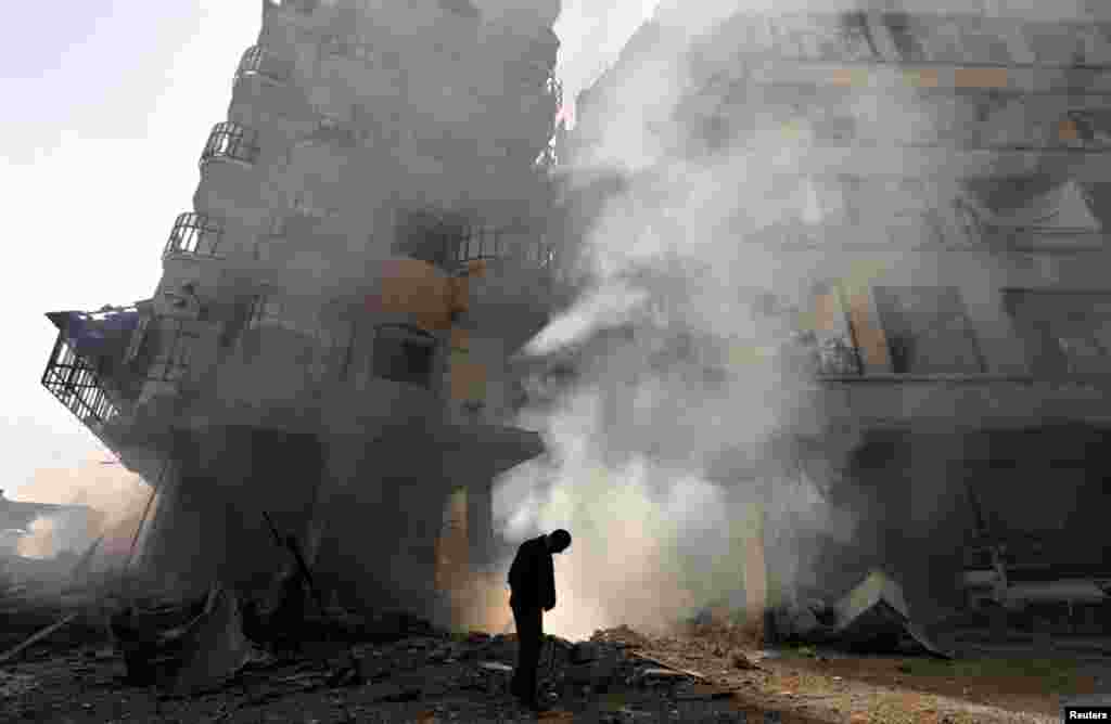1月27日在大马士革的一个街区,叙利亚空军进行空袭后的景象