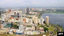 Một khu doanh nghiệp ở Abidjan, Côte d'Ivoire, 27/12/2010