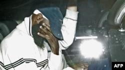 Cựu tù nhân Binyam Mohamed nói ông ta bị một nhân viên của cơ quan tình báo M 15 tra tấn
